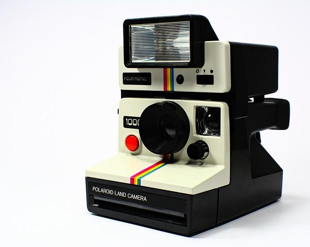 bíločerný polaroid