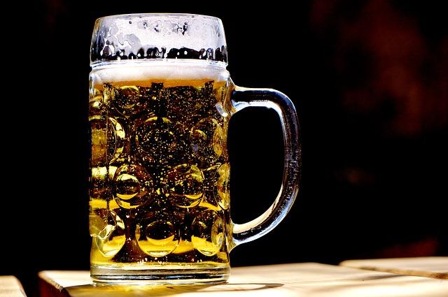 spadlá pěna na pivu