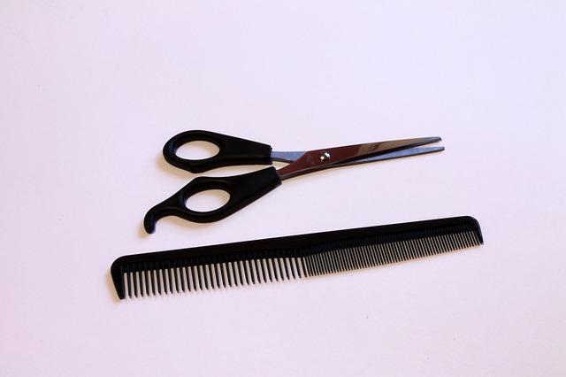 nůžky a hřeben