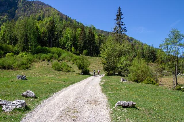 cyklisté v horách.jpg