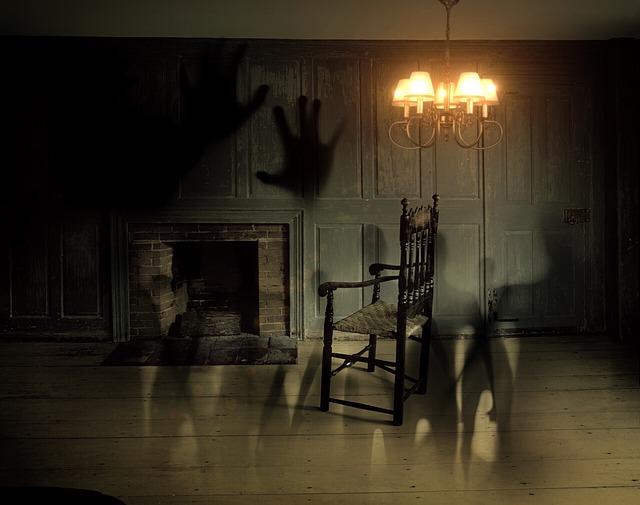 duchové ve dveřích