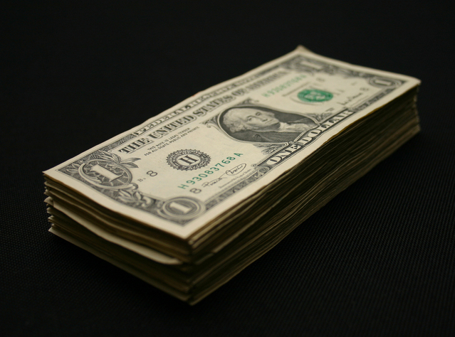 hromádka bankovek.jpg